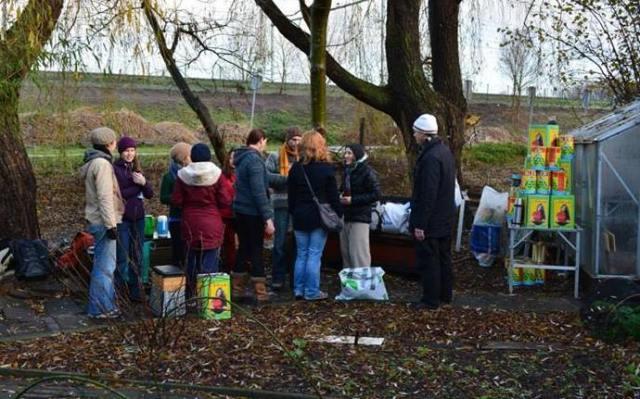 December 2013: Final season workshop, making rocket stoves - including one for our garden! (Photo: Fleur Verbiest)